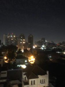 Blick von meinem Dach auf das nächtliche Santiago de Chile